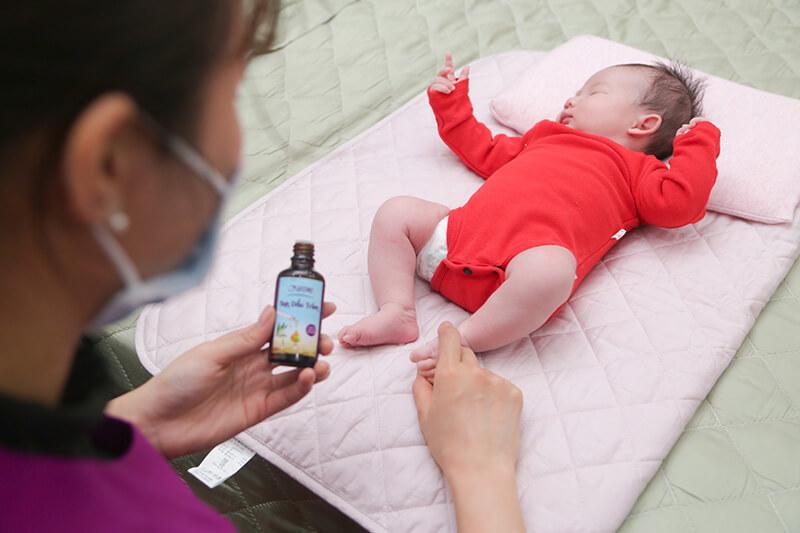 Review tinh dầu tràm Hatomo: Chăm sóc sức khỏe toàn diện cho mẹ bé
